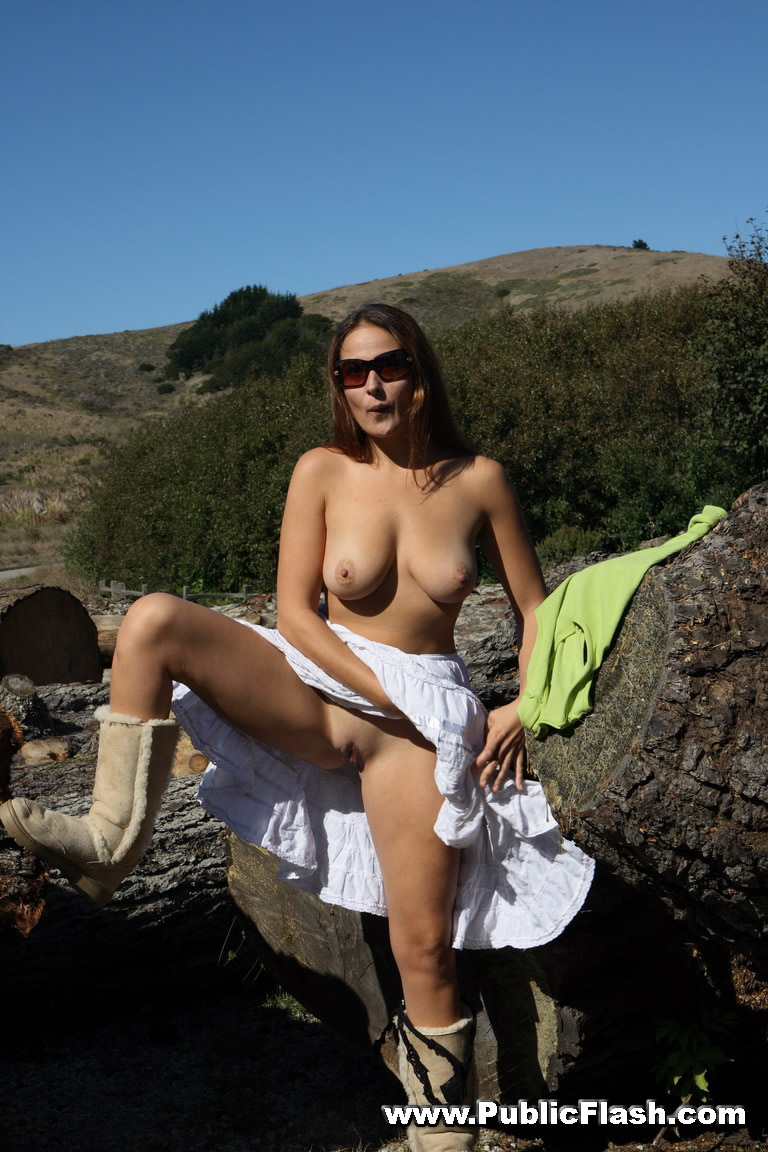 Find Hot Girls Naked In Public At Publicflash Com